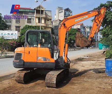 Máy đào bánh xích Doosan 55