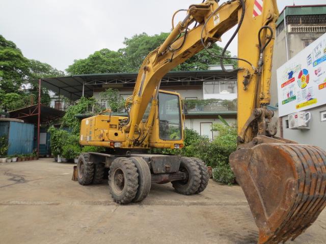 Máy đào bánh lốp Komatsu PW130-6
